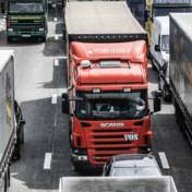 Vrachtwagen met koeien gekanteld op E17 in Gentbrugge