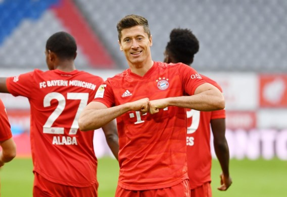 Dubbel Lewandowski zet Bayern op weg naar titel, Schalke verliest opnieuw