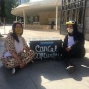 Activisten in dierenpakken protesteren aan Zoo van Antwerpen