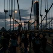 LIVEBLOG. Achtste nacht van protest verloopt rustig, demonstranten negeren avondklok