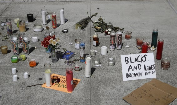 Amerikaanse politie schiet knielende man dood