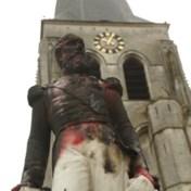 Standbeeld Leopold II in Ekeren in brand gestoken, politie Oostende op hoede voor mogelijk vandalisme