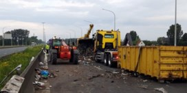 Gekantelde vrachtwagen veroorzaakte hinder op E40: rijbaan vrijgemaakt