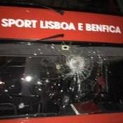 Benfica-spelers bekogeld met stenen, huizen beklad