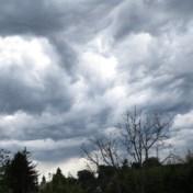 Afwisseling van zwaarbewolkte perioden en opklaringen