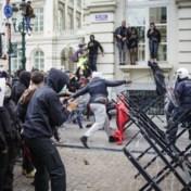 Brusselse rellen dragen handtekening van Black Bloc