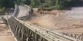 Rivier sleurt brug mee na hevige regenval