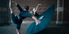 Coronavrije oplossing voor balletdansers: een tutu van drie meter