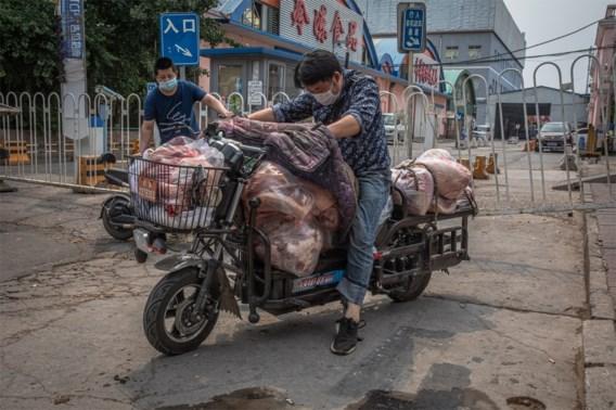 Peking deels in lockdown na corona-uitbraak op voedselmarkt, vrees voor tweede golf