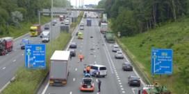 Drie vrachtwagens botsen in Destelbergen, file richting Gent