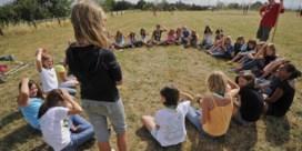 Als één persoon besmet is op jeugdkamp, moeten vijftig kinderen naar huis