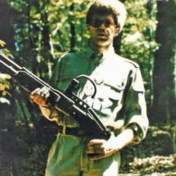 Op zoek naar de man met het Terminator-geweer