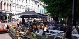 Iedereen op 'coronaterras' in Gent: al 3.500 m2 extra tafels en stoelen