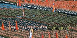 Duizenden nieuwe besmettingen, maar toch militaire parade