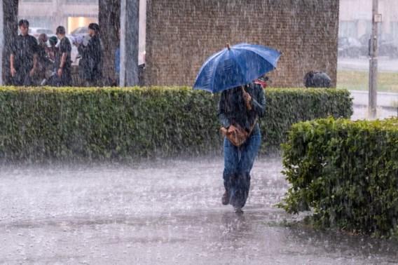 LIVEKAART. Onweer barst los boven België, grote kans op wateroverlast