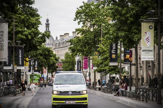 Antwerpse politie legt lockdownfeestje met 60 aanwezigen stil op Meir