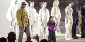 Kanye West gaat de massa kleden