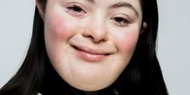 Voor het eerst jonge vrouw met downsyndroom in campagne van Gucci