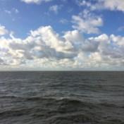 De heilzame schuimkraag van de golven