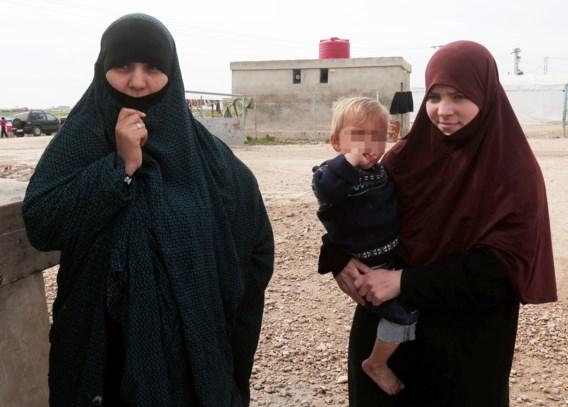 Drie IS-weduwen na aankomst in België naar gevangenis gebracht