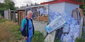 Buurtbewoners klagen over tuinen vol vuilnis naast Brusselse Ring