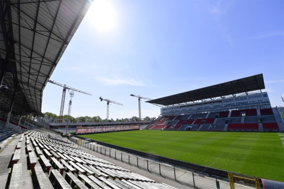 Voetballers en staf in 1A en 1B moeten 72 uur voor elke match coronatest ondergaan, totale kosten lopen op tot 650.000 euro