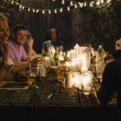 Met vijftig in één vakantiehuis mag: 'Met polsbandje aan ben je ook een club'