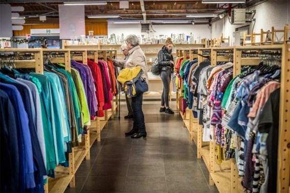 Kringwinkel gaat digitaal: decoratie en kleren te koop via webshop