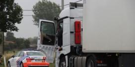 Achttien vrachtwagens in beslag genomen bij transportbedrijf in Geluwe