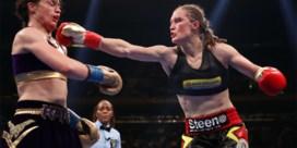 Dan toch: Delfine Persoon krijgt revanche tegen Katie Taylor