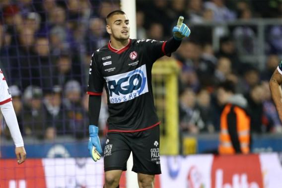 KV Kortrijk huurt doelman Adam Jakubech jaar langer van Lille