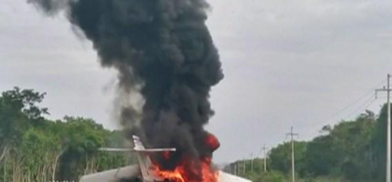 Vermoedelijk 'drugsvliegtuig' uitgebrand op snelweg in Mexico