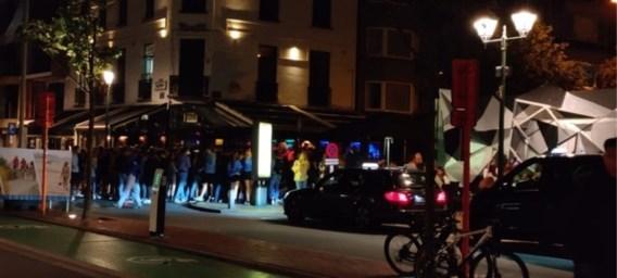 Chaos in uitgaansbuurt Knokke-Heist: politie vraagt bijstand om honderden jongeren uit elkaar te drijven