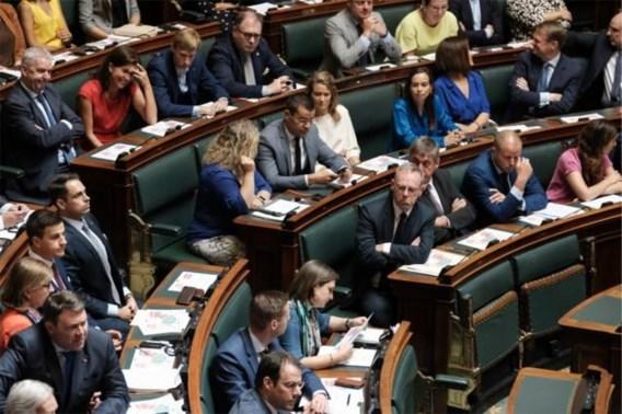 Kamerleden Vlaams Belang en N-VA ontvangen poederbrief