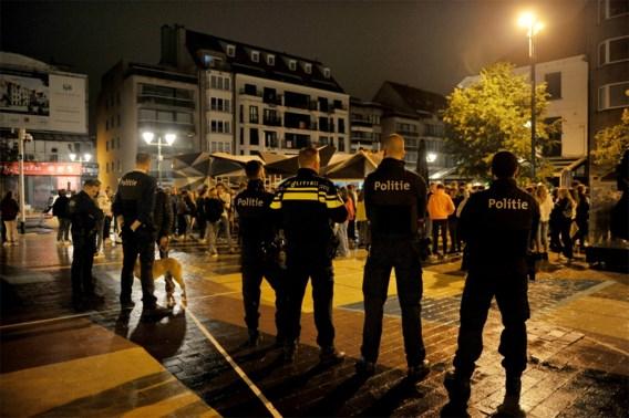 Politie met groot machtsvertoon in uitgaansbuurt Knokke: 'Heel Amsterdam zit hier, omdat je hier legaal mag drinken'