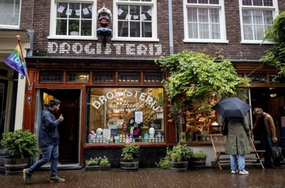 Drogisterij haalt 'zwarte gaper' van gevel in Amsterdam