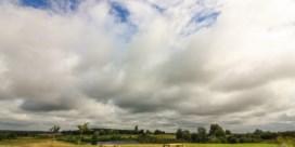 Zonnige zondag, met geleidelijk stapelwolken