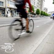 Experts: 'Investeer geld voor openbaar vervoer en auto in fietspaden'