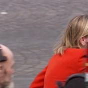 Frans staatssecretaris panikeert wanneer ze mondmasker vergeet op Quatorze Juillet