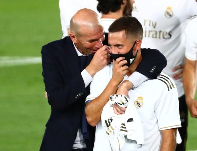 Thibaut Courtois en Eden Hazard kronen zich met Real Madrid tot kampioen van Spanje: doelman blinkt ook uit in titelmatch