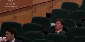 Iers parlementslid valt in slaap tijdens stemming