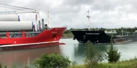 Twee vrachtschepen botsen frontaal op elkaar in Canada
