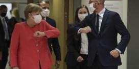Europese leiders amuseren zich met het uitdelen van elleboogjes