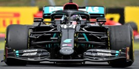 Lewis Hamilton evenaart uniek record met zege in Grote Prijs van Hongarije, Max Verstappen tweede ondanks crash