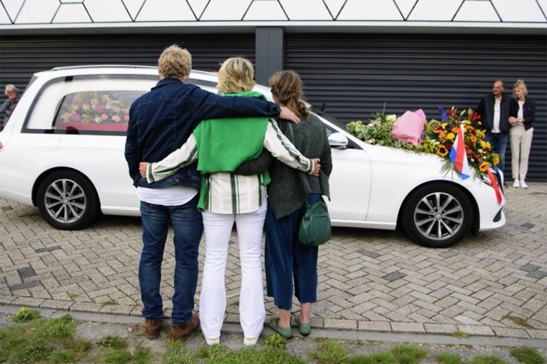 Nederland neemt met indrukwekkend eerbetoon afscheid van overleden shorttrackster Lara van Ruijven (27)