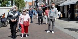 Nederland, waar zelfs de obers geen mondmasker dragen