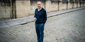 Viroloog Peter Piot: 'Handenschudden? Vergeet het maar, dat doen we nooit meer'