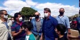 Bolsonaro is 'volledig virusvrij' en viert met selfies met fans