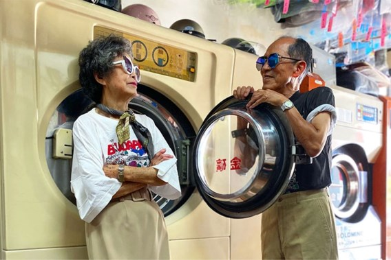 Bejaarde eigenaars van wassalon worden onverwachte sterren op Instagram