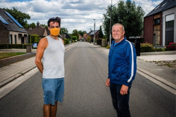 Als de coronamaatregelen een straat verdelen: aan de ene kant mondmasker verplicht, aan de overkant niet
